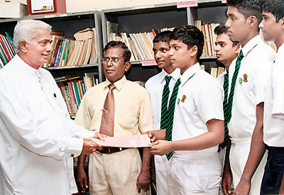 Councillor Jayantha de Silva with School Stidents and Pricipal Jayantha Mohottala